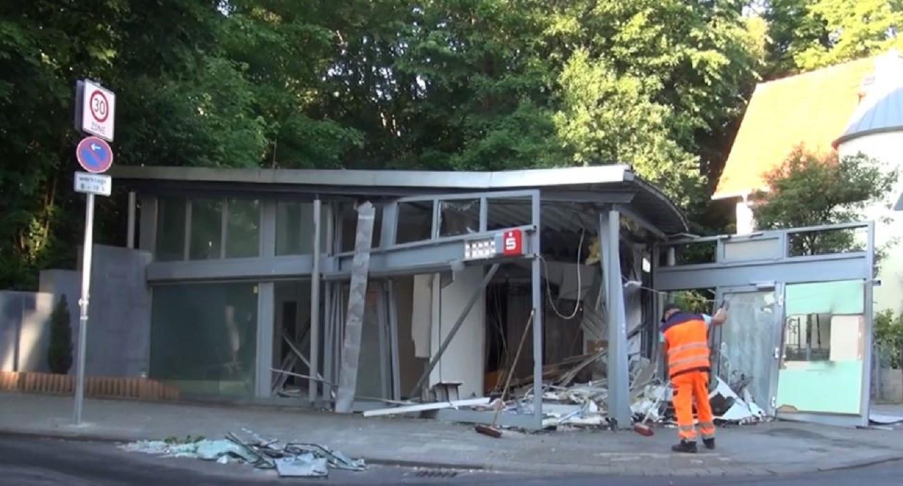 Een geldautomaat van de Sparkasse in Aken na een plofkraak in mei vorig jaar.