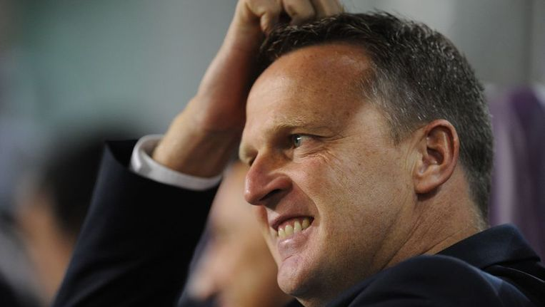John van den Brom maakt een moeizame periode door met Anderlecht. Beeld afp