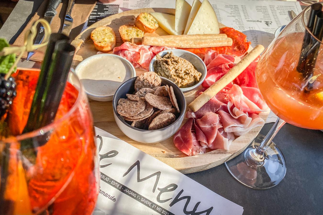 Het tapasbordje bij het aperitief: een smaakvol en gevarieerd assortiment fijne hapjes