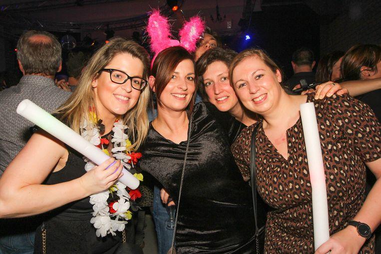 Feestvierders Dorien, Ellen, Ellen en Marjan hadden het naar hun zin op Vorselaar Schlager.