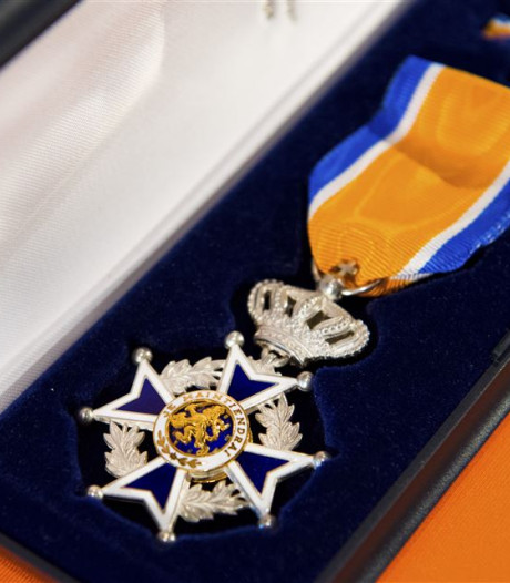 Koninklijke onderscheidingen bij afscheid Steenbergse hoofdbrandwachten
