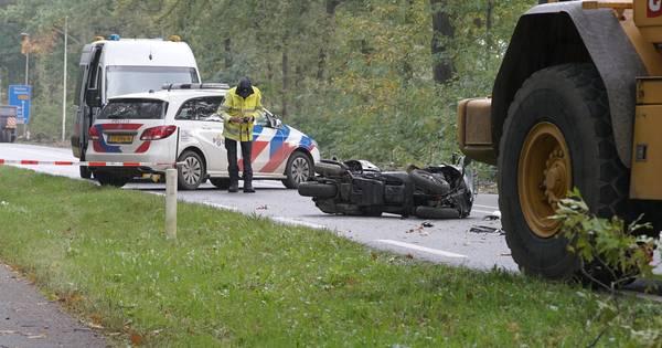 Verkeersregelaar (51) overlijdt tijdens begeleiden ambulance langs werkzaamheden bij Lettele.