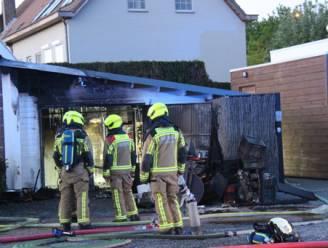 Garage aan restaurant brandt uit