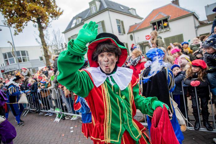 Landelijke intocht Sinterklaas met zijn Pieten.