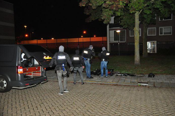 De politie viel met een arrestatieteam binnen.