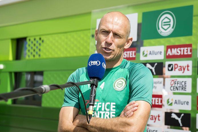 Arjen Robben staat zendgemachtigde FOX Sports te woord.