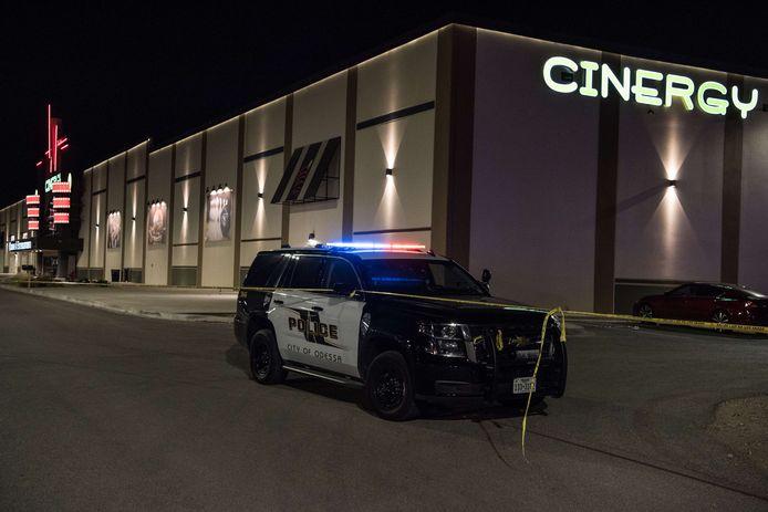 De politie schoot de schutter dood in een bioscoopcomplex in Odessa.