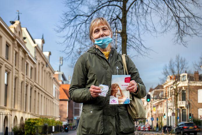 Wilmy de Goede, anti-abortusdemonstrant bij het Vrelinghuis Utrecht.