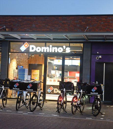 Mogelijk verband tussen overvallen in Enschede; Domino's doet cash geld in de ban