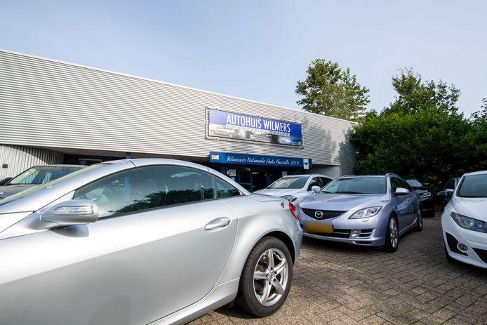 Autohuis Wilmers in Apeldoorn zou kilometertellers terugdraaien. De Vereniging Aanpak Tellerfraude (VAT) heeft aangifte gedaan tegen het bedrijf van eigenaar Harm Schild.