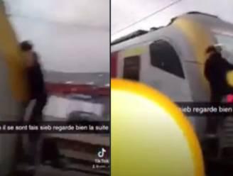 Treinsurfer riskeert z'n leven in Belgisch station