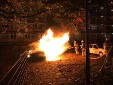 Auto in lichterlaaie aan Pythagorasstraat Apeldoorn