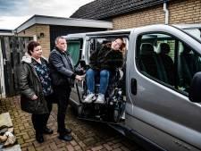 Hartverwarmend: Mirte hoeft niet meer met scheef hoofd de wagen in, nieuwe rolstoelbus komt eraan!