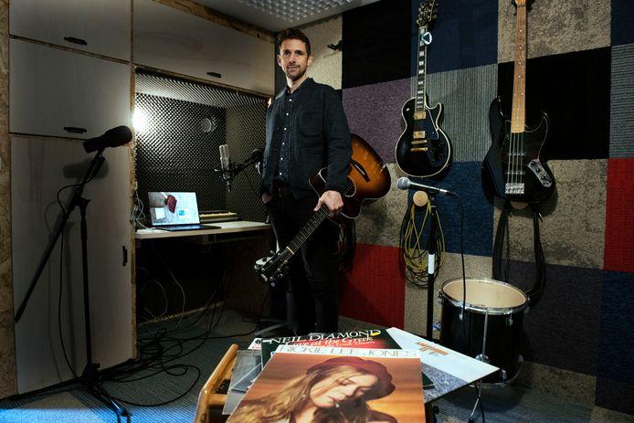 Roel Donckers in zijn Houtense Studio Ongehoord.