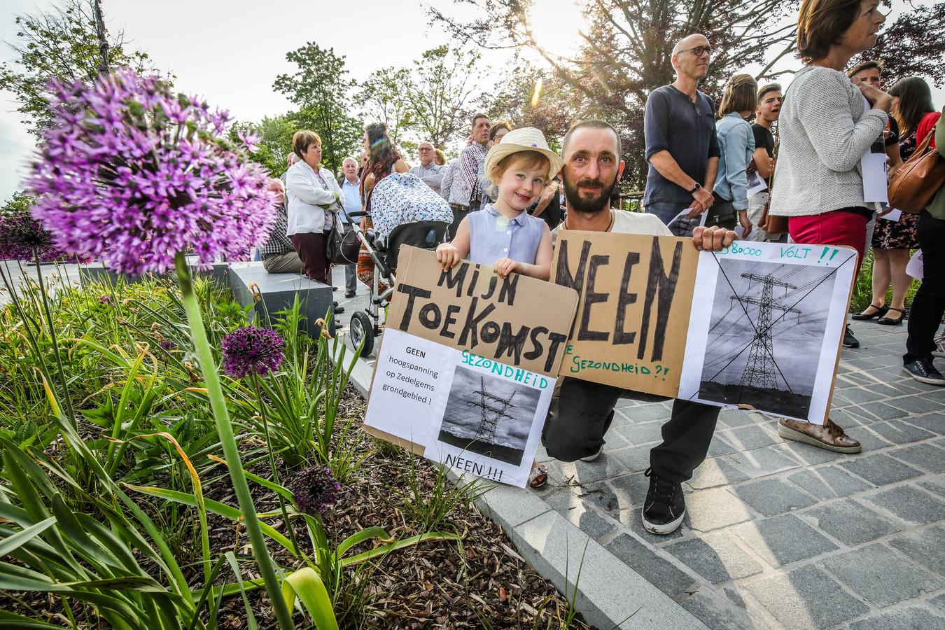 In Zedelgem was er al stil protest tegen de bovengrondse hoogspanningskabel.