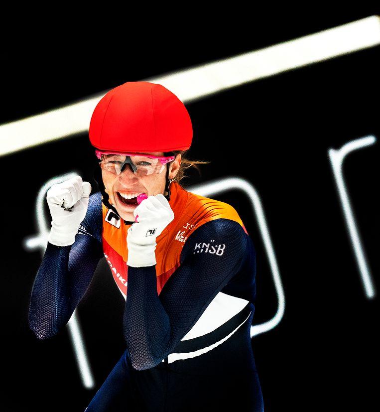 Suzanne Schulting wint de 500 meter en neemt de titel over van Lara van Ruijven, die afgelopen jaar plotseling overleed. Beeld Klaas Jan van der Weij