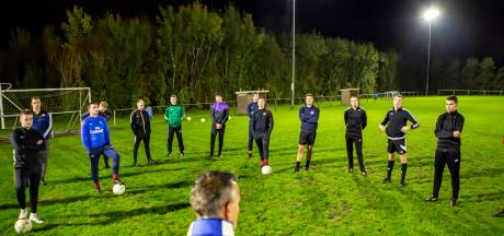 Vier weken niet voetballen komt hard aan voor SPS: 'We waren net lekker bezig'