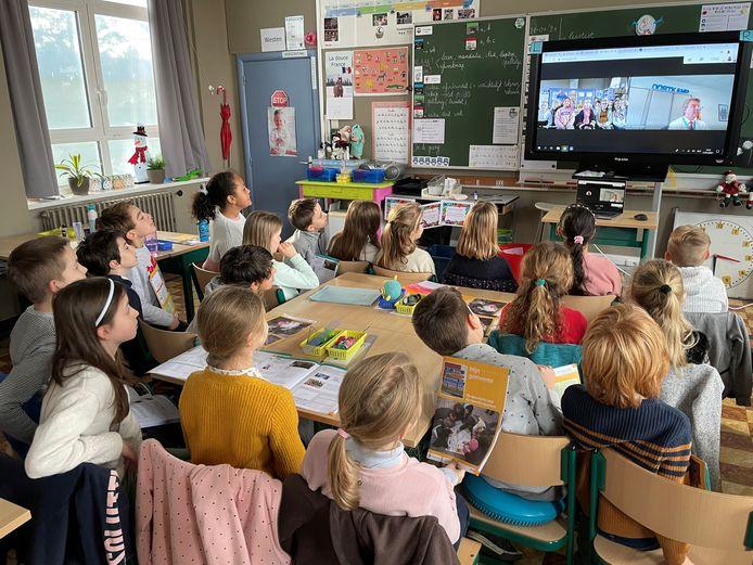 De leerlingen van het derde leerjaar konden de burgemeester interviewen via Google Meet.