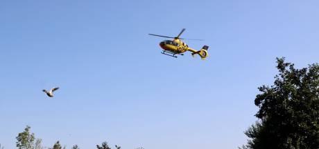 Wielrenner per traumahelikopter naar ziekenhuis na ernstige aanrijding in Tilligte