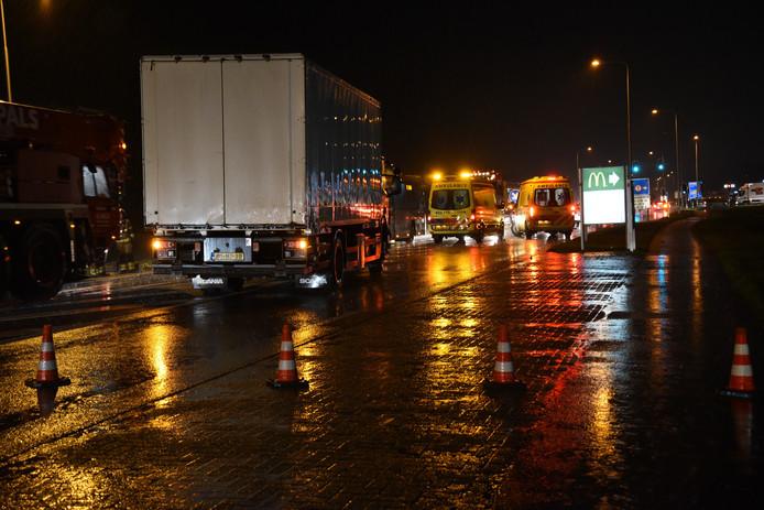 Het ongeval op de op de Berencamperweg in Nijkerk, waarbij tenminste een gewonde viel.