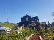 Liselotte verruilde Frans balkon voor grote tuin: 'Ik wil dat deze tuin een begrip wordt in Maasdijk'