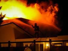 Zeer grote brand in Didam onder controle: 'De ramen van de showroom knalden eruit, we belden meteen de brandweer'