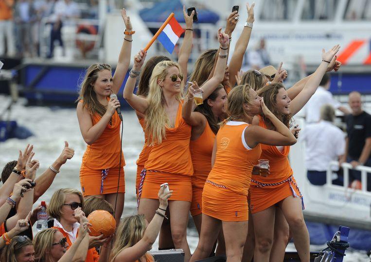 Oranje-gekte in Amsterdam Beeld AFP