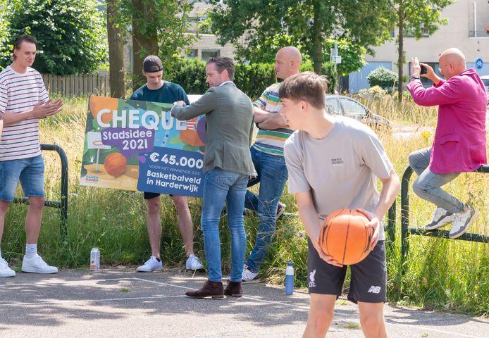 Met 1256 van de meer dan 2000 uitgebrachte stemmen is het idee om een 'Echt basketbalveld in Harderwijk' te realiseren gekozen tot het Stadsidee van 2021. Het idee voor Disc Golf kwam op de tweede plaats met 270 stemmen.