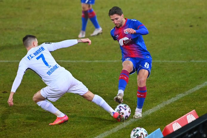 Peter van Ooijen speelt zijn 'thuiswedstrijden' met KFC Uerdingen momenteel 200 kilometer verder in Lotte, ook tegen Hansa Rostock.