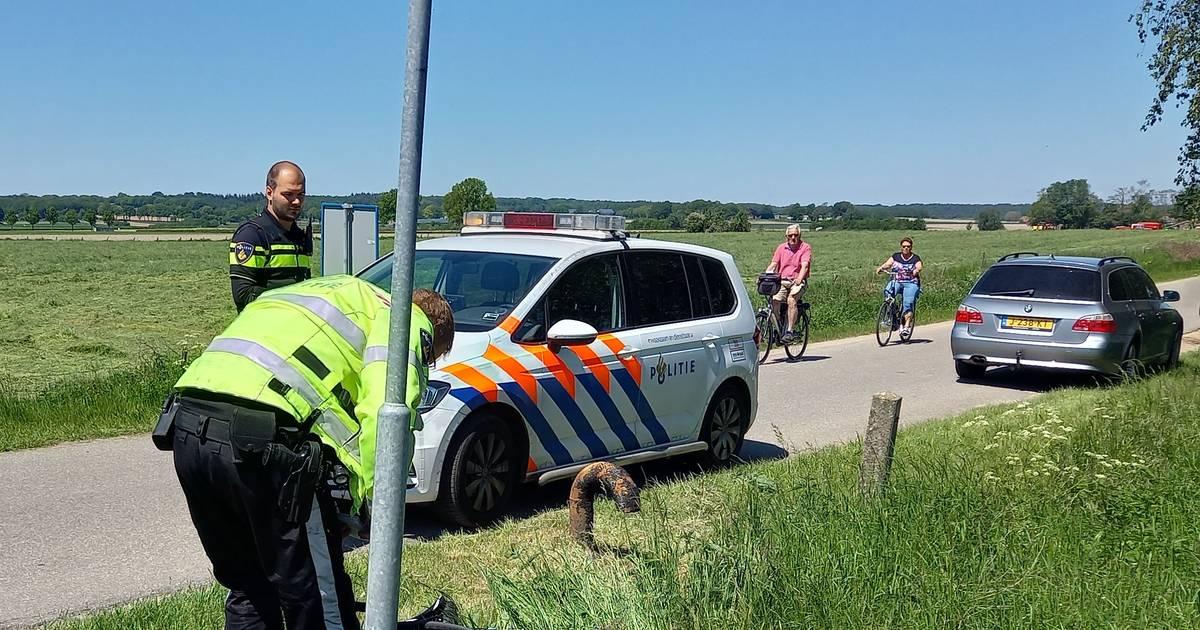 Wielrenner gewond bij botsing met motor in Groesbeek.