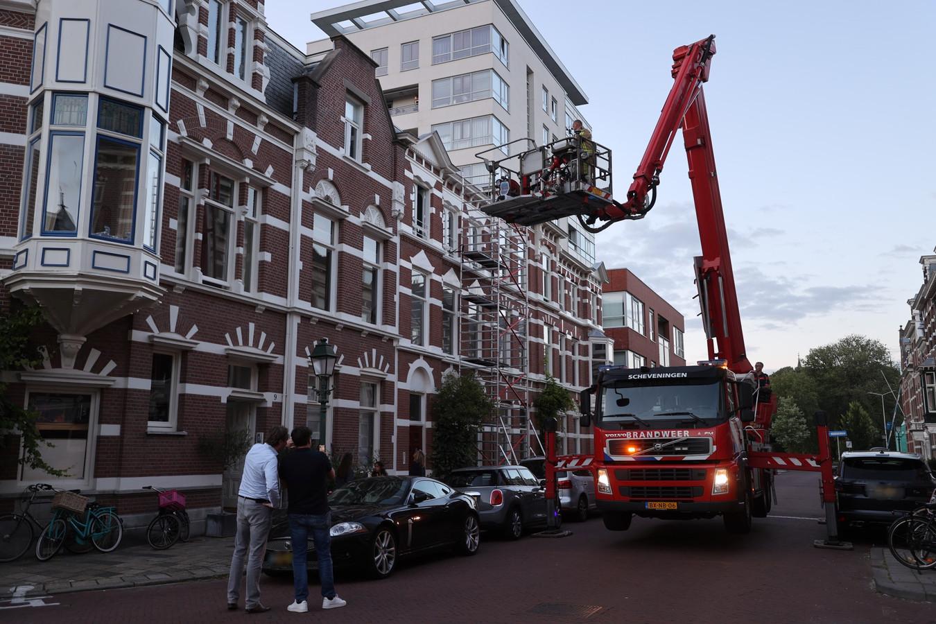 De 1e Sweelinckstraat in Den Haag was tijdelijk afgesloten tijdens de reddingsactie voor een kat.