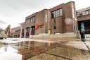 Het flink verouderde complex van Theater Hanzehof. Om de toekomst van het theater te kunnen garanderen is een miljoenenrenovatie nodig.