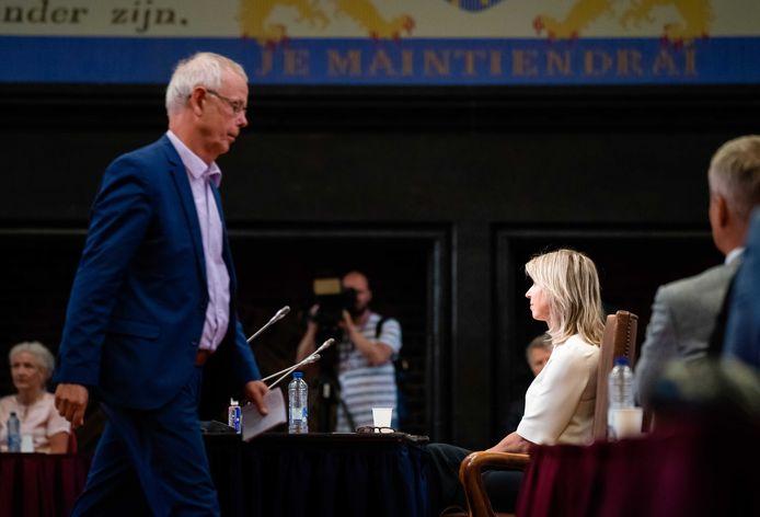 Minister Kajsa Ollongren (Binnenlandse Zaken) en SP-senator Tiny Kox vorige week tijdens de stemming over een motie van afkeuring die de SP samen met andere oppositiepartijen indiende.