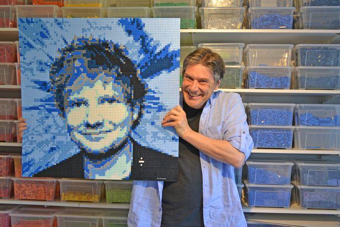 Dirk Denoyelle met zijn werk van Ed Sheeran.