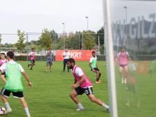 Arabische voetbalclub Al-Wahda traint bij VV Gilze