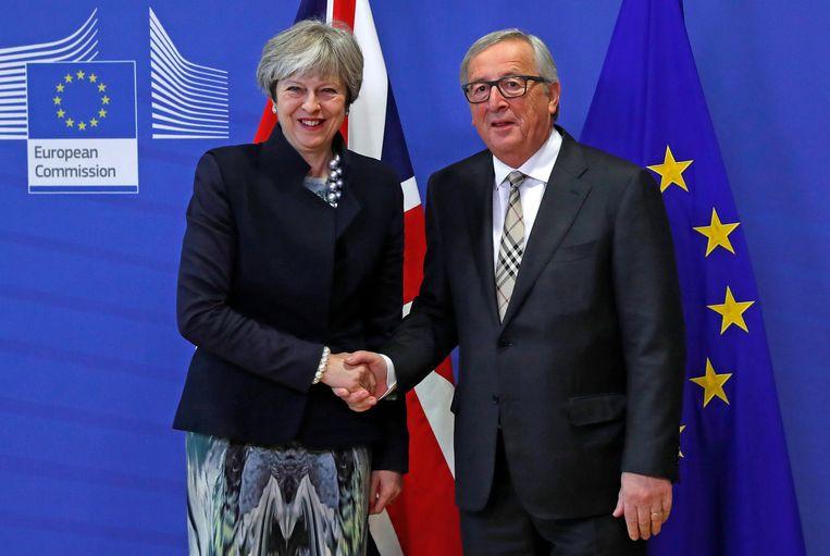 Theresa May en Jean-Claude Juncker bij hun ontmoeting in Brussel vandaag. Beeld REUTERS