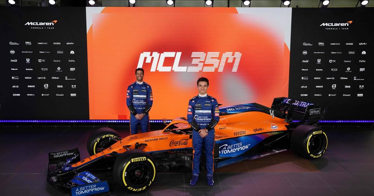 Norris en Ricciardo presenteren nieuwe bolide McLaren: 'Nog scherper om goed te presteren' - AD.nl