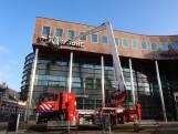 Reclameplaat waait van gebouw af in Oosterhout