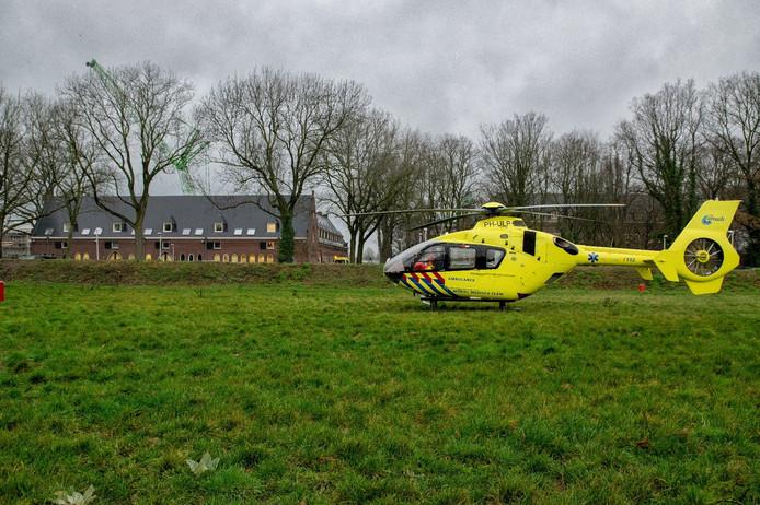Een traumahelikopter landt om medische assistentie te verlenen in Berkel-Enschot.