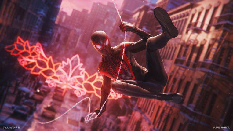 Scène uit 'Spider-Man: Miles Morales'. Let op het kostuum! Beeld PlayStation