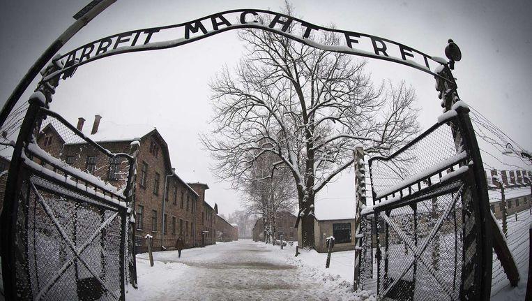 De ingang van voormalig concentratiekamp Auschwitz-Birkenau Beeld afp