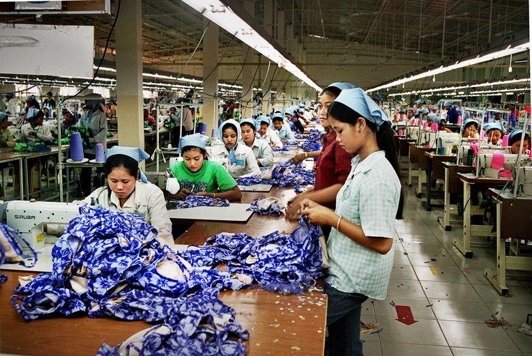 Textielarbeiders in Cambodja. Beeld Eric de Mildt