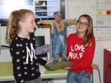 Laura Picokrie en Margriet Hurkmans uit Moergestel winnen schrijfwedstrijd