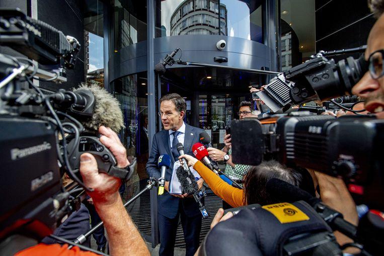 Premier Mark Rutte vertrekt bij zijn hotel voor de hervatting van de EU-top over het coronanoodfonds.  Beeld ANP