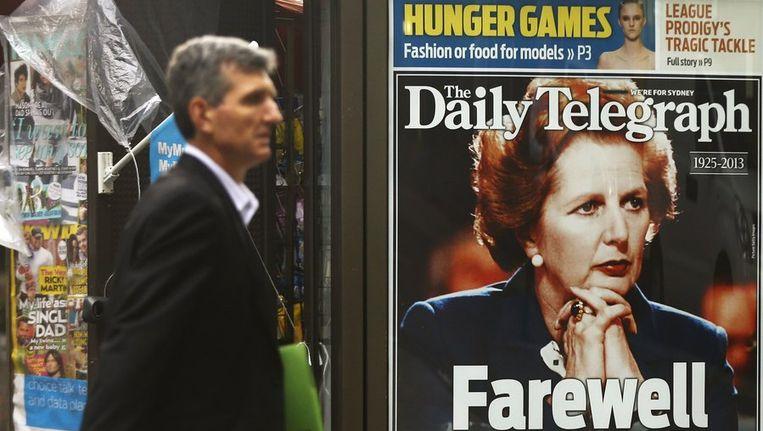 De Britse kiosken staan vol met het nieuws over de dood van Margaret Thatcher Beeld reuters
