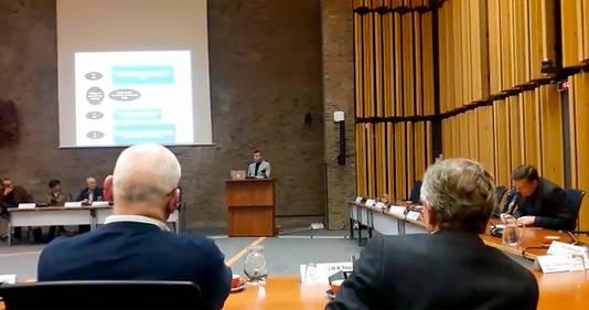 Bijeenkomst gemeenteraad Oosterhout over opgestapte burgemeester Stefan Huisman.