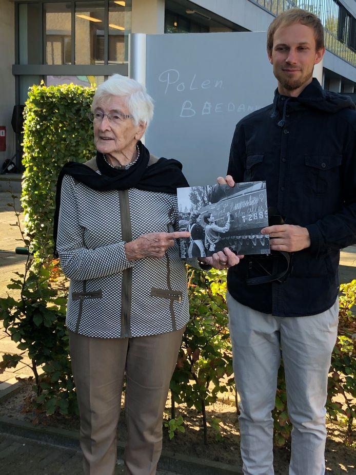 Onthulling Blind Wall van kunstenaar Otecki in Breda: 'Ik herken me nog wel in dat schilderij'