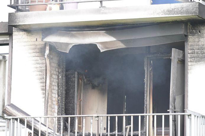 In de Nijmeegse wijk Hatert heeft aan de Middachtenstraat een flatwoning in brand gestaan.