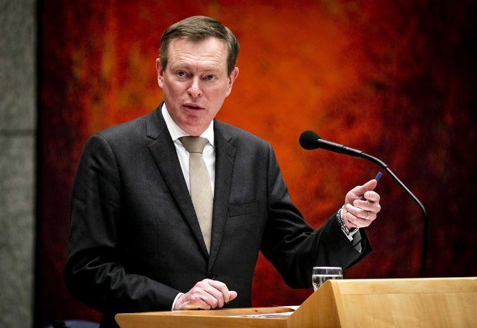 Bruno Bruins, minister voor Medische Zorg, tijdens een overleg in de Tweede Kamer