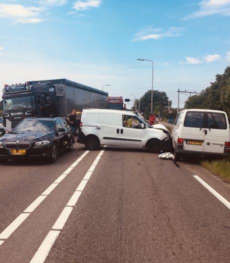 Ongeluk op Hessenweg bij Zwolle zorgt voor lange files